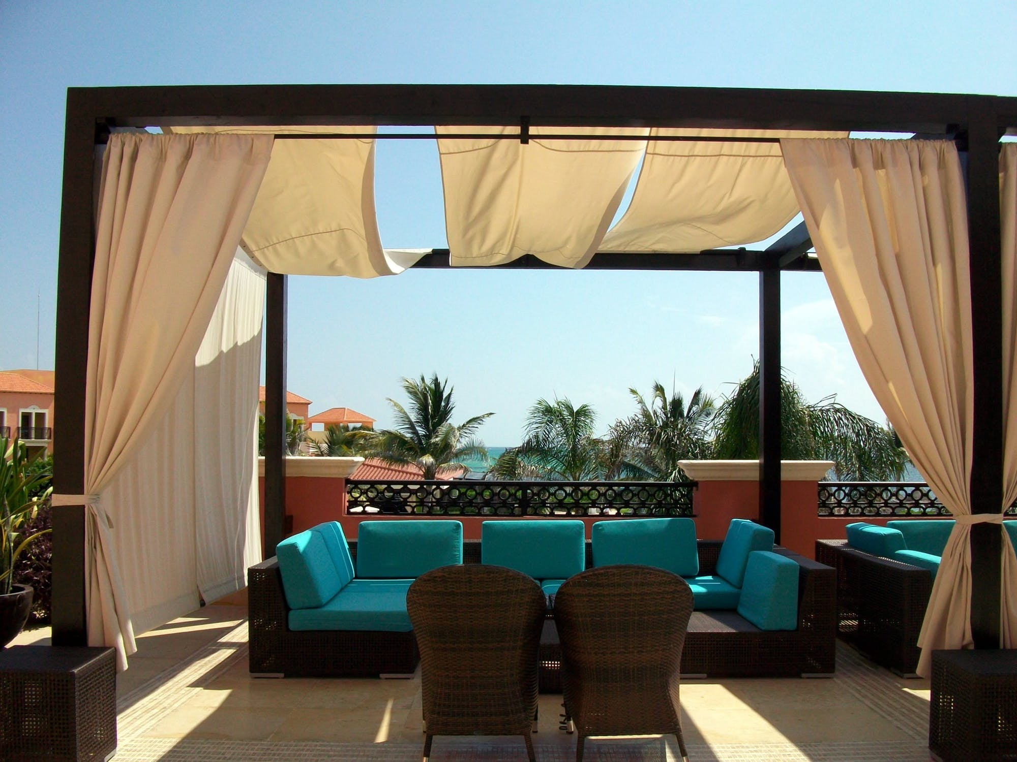 Choosing the Right Patio Awning for Your Home